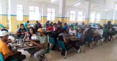 Estudiantes universitarios comenzaron a beneficiarse del Comedor Popular Félix Román Duque