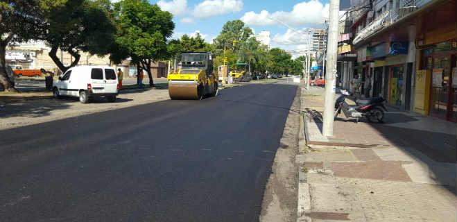 600 toneladas de asfalto para cubrir 150 kilómetros Realizan asfaltado en tramo carretero La Blanca Tucaní