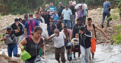 A 32 días del cierre de la frontera, los venezolanos mantiene su paso por las trochas